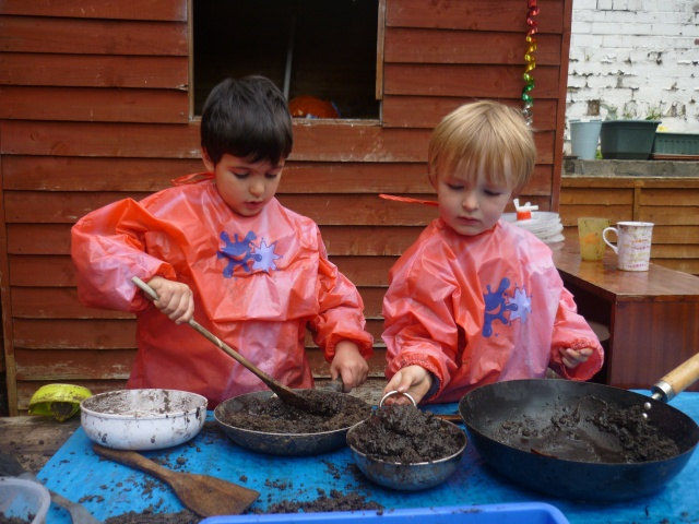 Our Mud Kitchen has never been better. We used all the rain water from our rain collector in the garden and made the most wonderful mud.